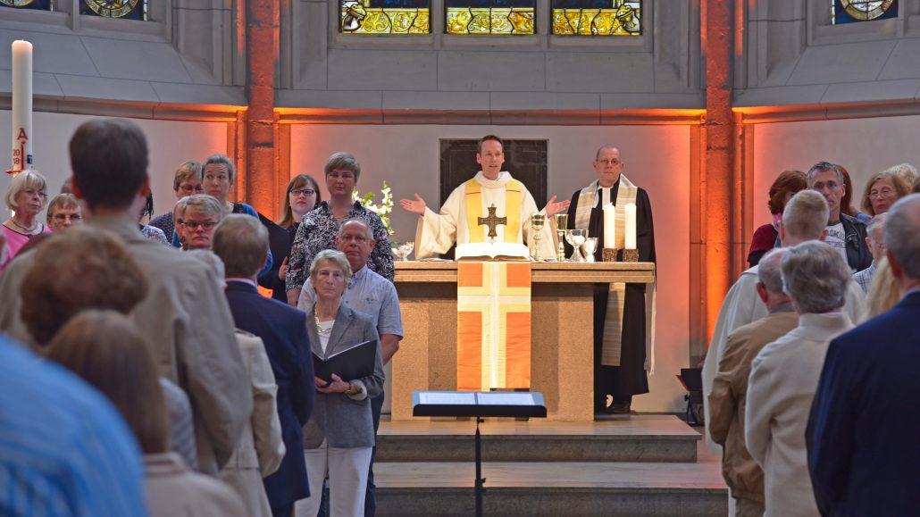 Pfarrer Markus Herzberg und Pfarrer Mathias Bonhoeffer gestalteten den feierlichen Gottesdienst