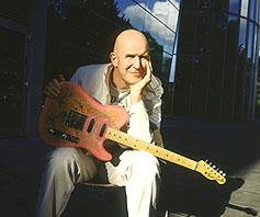Singer, Songwriter und vieles mehr – Julian Dawson eröffnet Kulturkirchen-Saison 2005