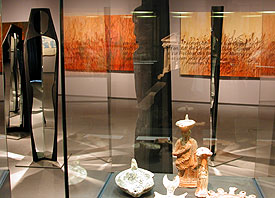 """""""Frömmigkeiten & Corporate Identity"""" oder """"antike Funde und zeitgenössische Kunst"""": Zwei Ausstellungen im Römisch-Germanischen Museum zum DEKT"""