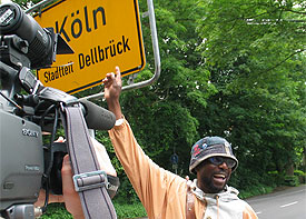 Friedenslauf von Berlin nach Köln: Kabeya Kabongo lief 620 Kiometer zu Fuß zum Kirchentag