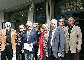 """""""Wir stellen uns quer!"""" Evangelischer Kirchenverband Köln und Region unterstützt mit Unterschriftenlisten den Protest gegen geplanten Kongress extrem rechter Kräfte in Köln"""