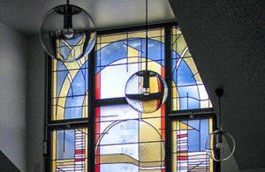 Neues Glasfenster für die Stommelner Kreuzkirche