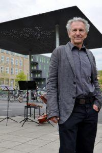 Licht und Schatten – vor der Uni Köln wurde die temporäre Gedenkskulptur RESTLICHT errichtet
