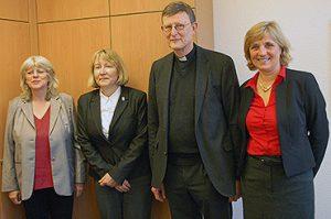 60 Jahre Telefonseelsorge: Erzbischof Rainer Maria Kardinal Woelki und Superintendentin Andrea Vogel informierten sich vor Ort über die Arbeit