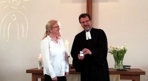 Kronenkreuz der Diakonie für Kita-Leiterin Kerstin Besser