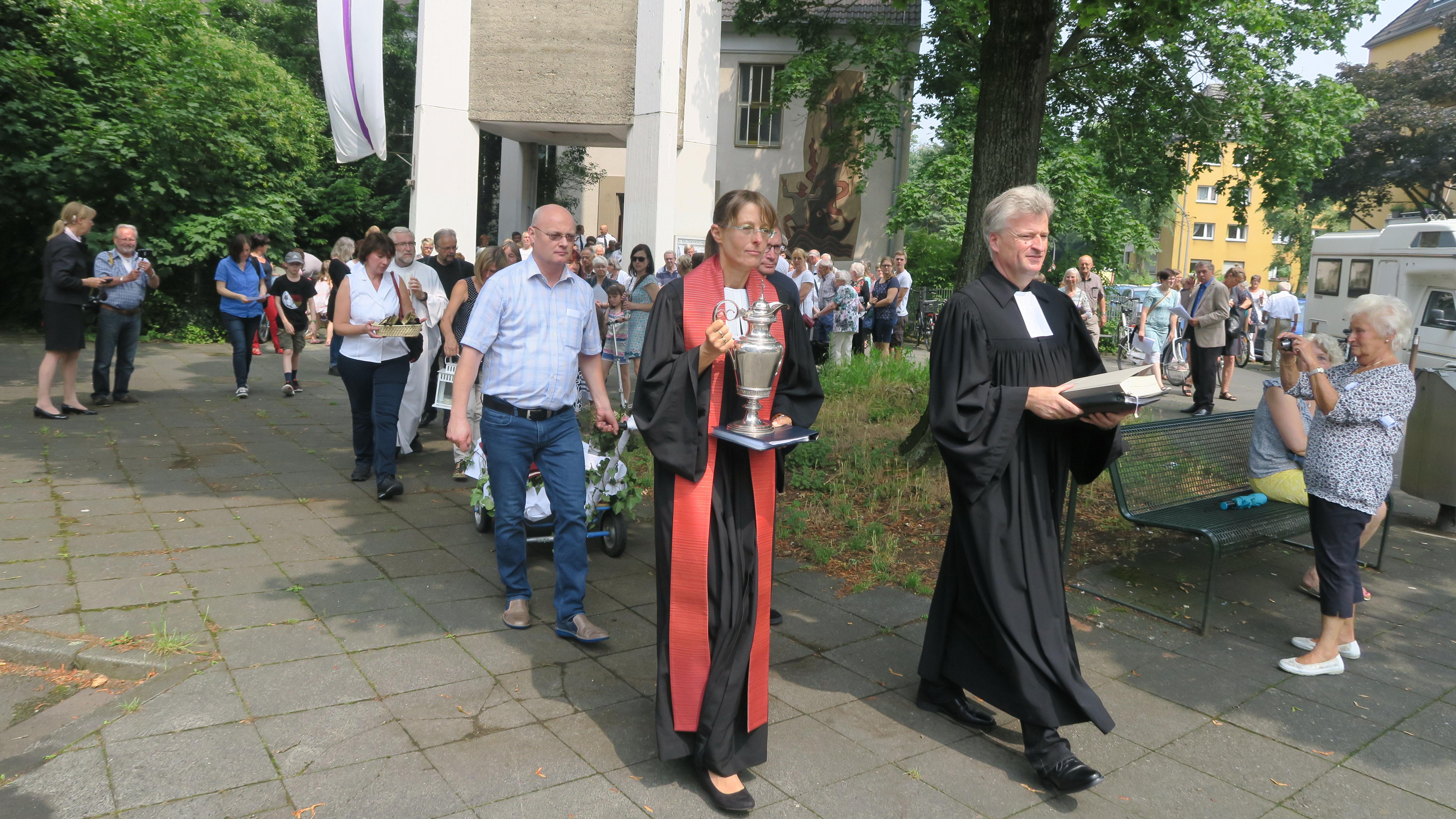 Prozession aus der Erlöserkirche