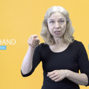 Pfarrerin Dagmar Schwirschke in Gebärdensprache