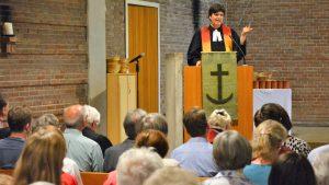 """""""Wir können unseren Klassenerhalt als Kirche sichern"""": Pfarrerin Gaby Masanek verabschiedet sich in Klettenberg"""