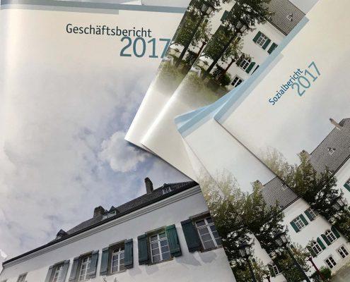 Die Titelseiten des Geschäfts- und Sozialberichts