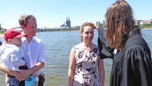 15 Taufen mit Rheinwasser – Segnung bei Stromkilometer 689,5