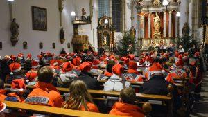 Viel mehr Jugendliche als erwartet – Weihnachtliches Mitsingkonzert in Rösrath