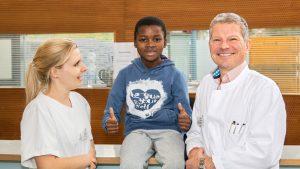 Grenzenloser Einsatz der Orthopädie EVK Bergisch Gladbach – Schulter von Manuel (9) aus Angola erfolgreich behandelt