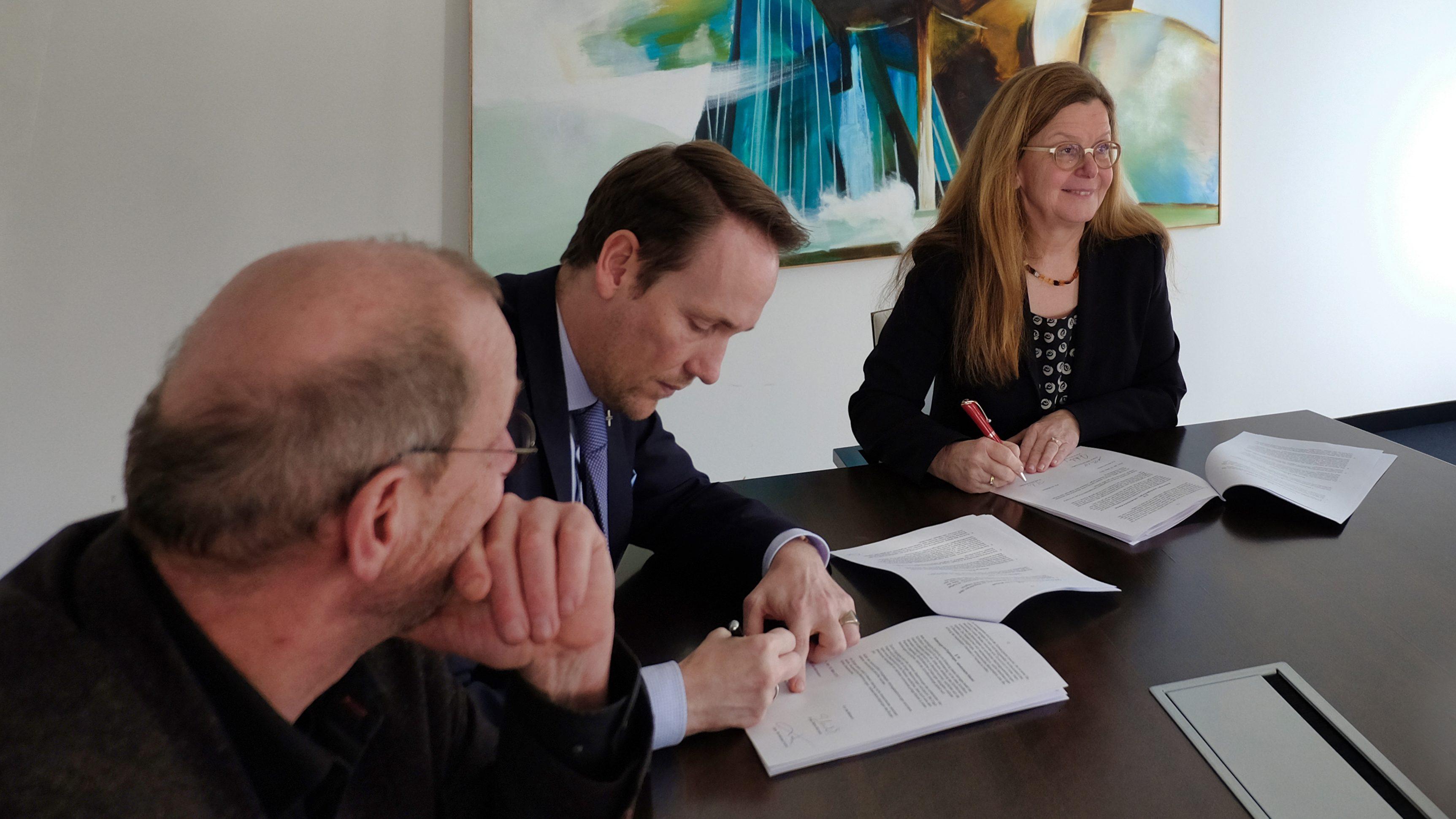 Erste Mieter im AntoniterQuartier: Thesauros AG und Andörfer Rechtsanwälte beziehen Büroflächen