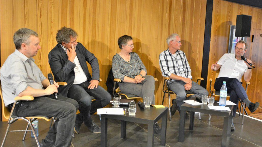 """""""Führe uns nicht weiter in Versuchung"""": Diskussion im Sindorfer Gemeindezentrum zum Thema Energiewende und wir"""