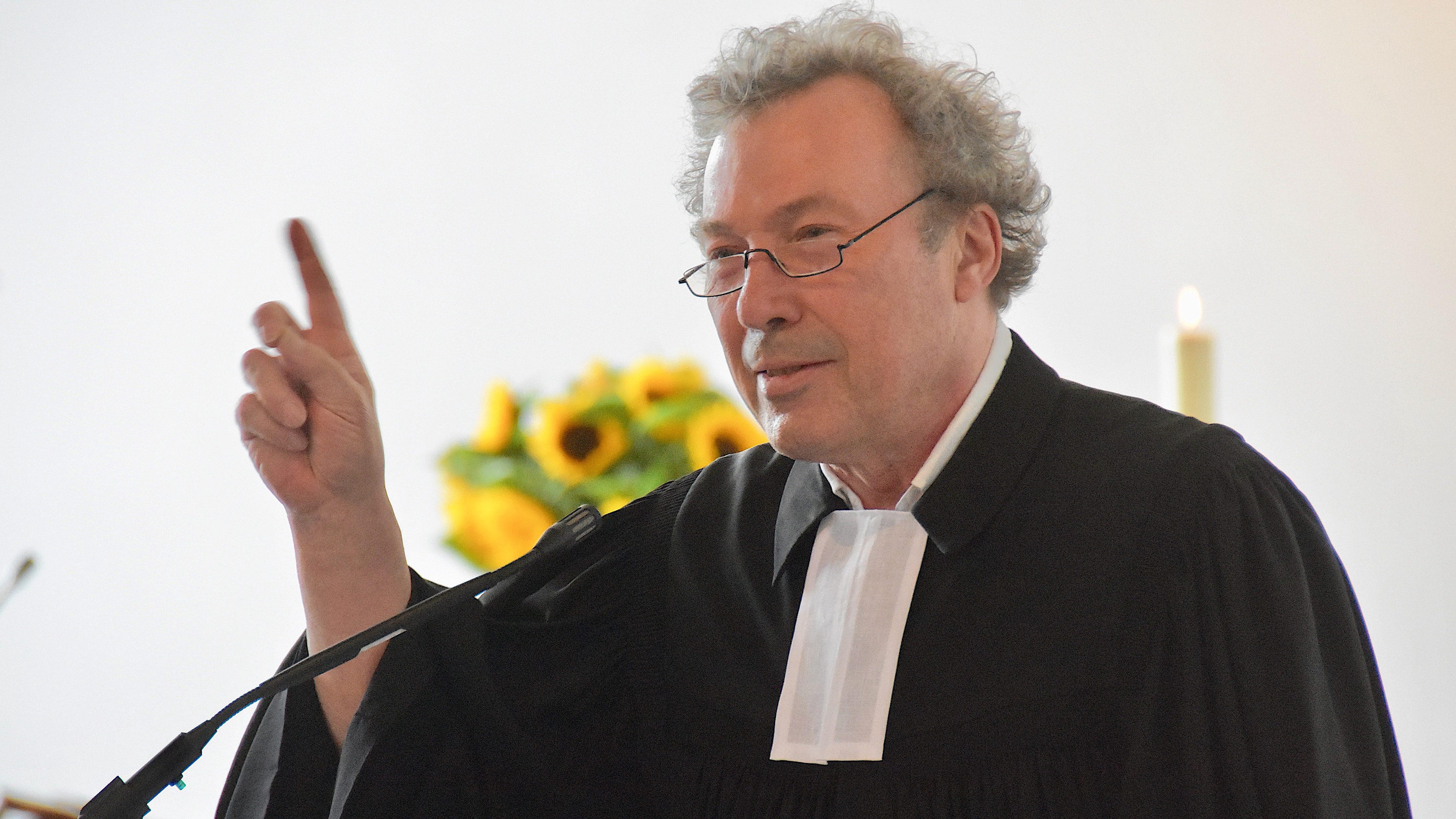 Ein feierlicher, wehmütiger und auch fröhlicher Abschied – Pfarrer Gerhard Johenneken ist nun im Ruhestand