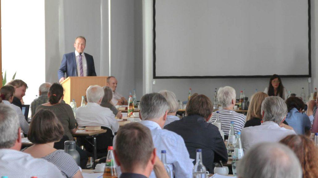 """""""Wir sind eine Kirche im Umbruch"""" - Dr. Bernhard Seiger mit großer Mehrheit zum neuen Stadtsuperintendenten gewählt"""