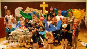 Kinder predigen über die Schöpfungsgeschichte – Musicalgottesdienst in der Martin-Luther-King-Kirche in Hürth