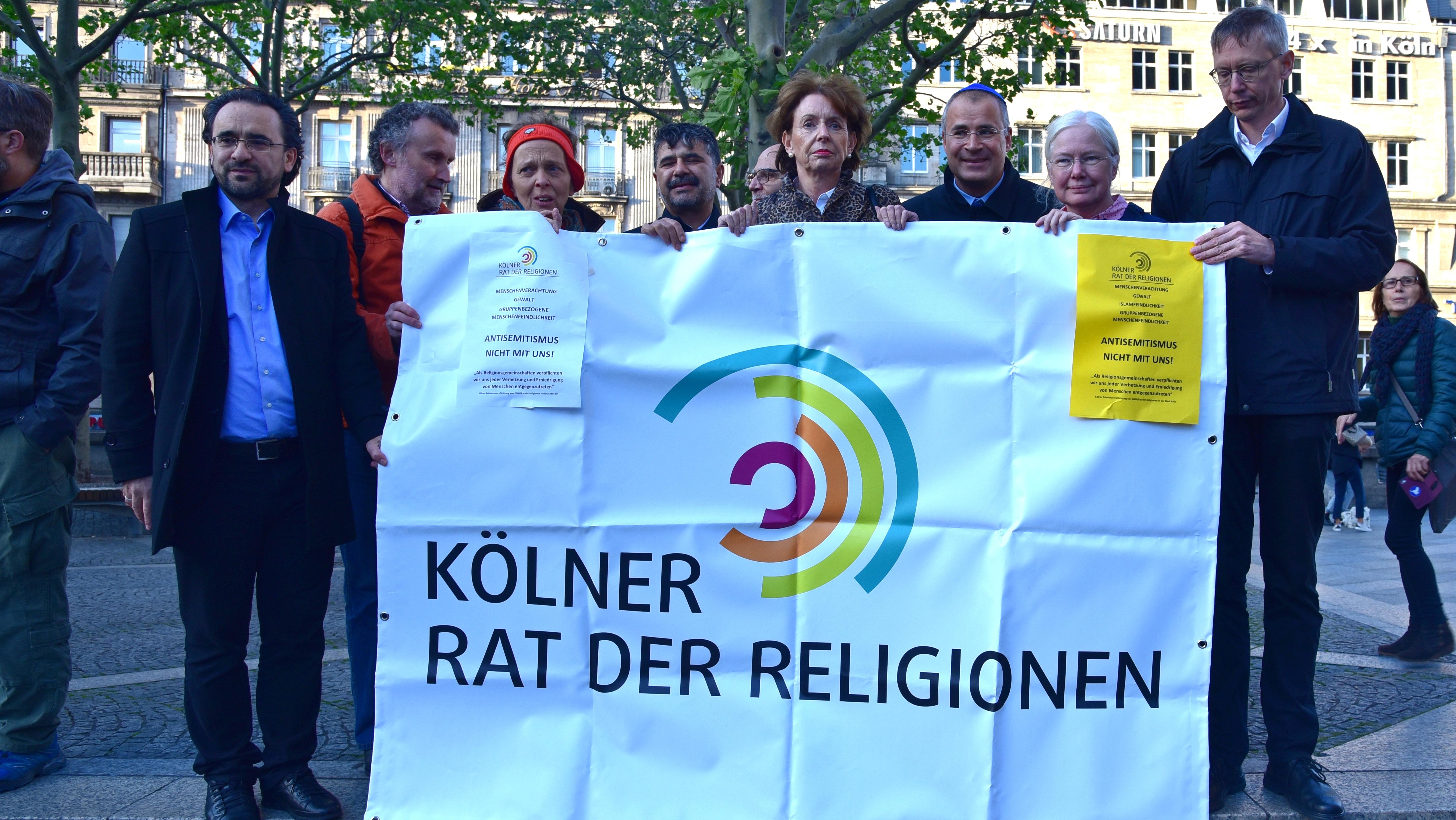 """""""Stoppt den antisemitischen Terror!"""": Kundgebung auf der Domplatte nach dem rechtsextremistischen, antisemitischen Anschlag in Halle"""