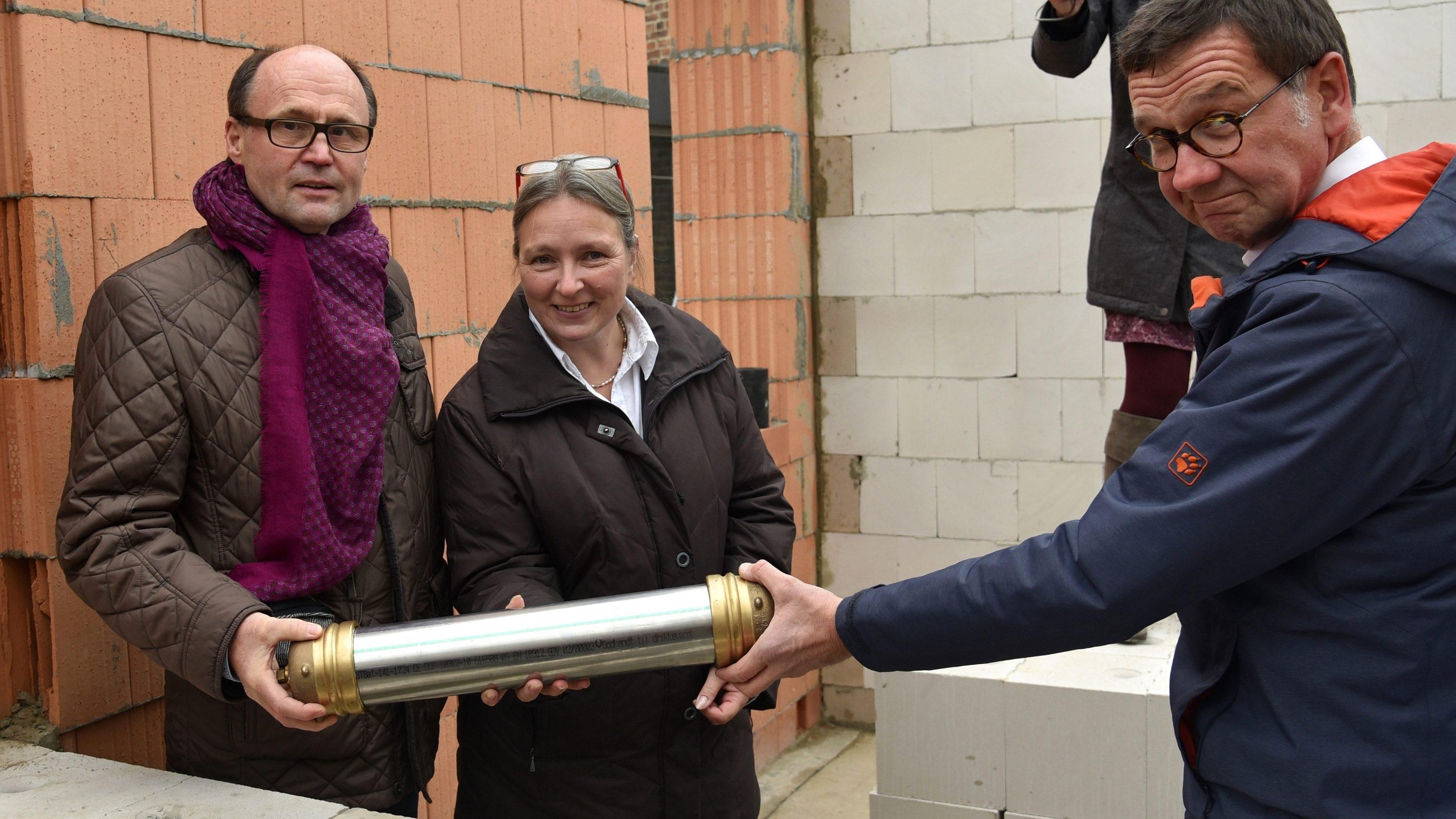 Evangelische Kirchengemeinde Kerpen: Grundsteinlegung für ein Wohnhaus mit Gemeindebüro neben der Johanneskirche