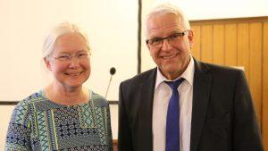 Susanne Beuth als Nachfolgerin von Rolf Domning eingeführt Manfred Rekowski führte die Klettenberger Pfarrerin in ihr Amt als Superintendentin des Kirchenkreises Köln-Mitte ein