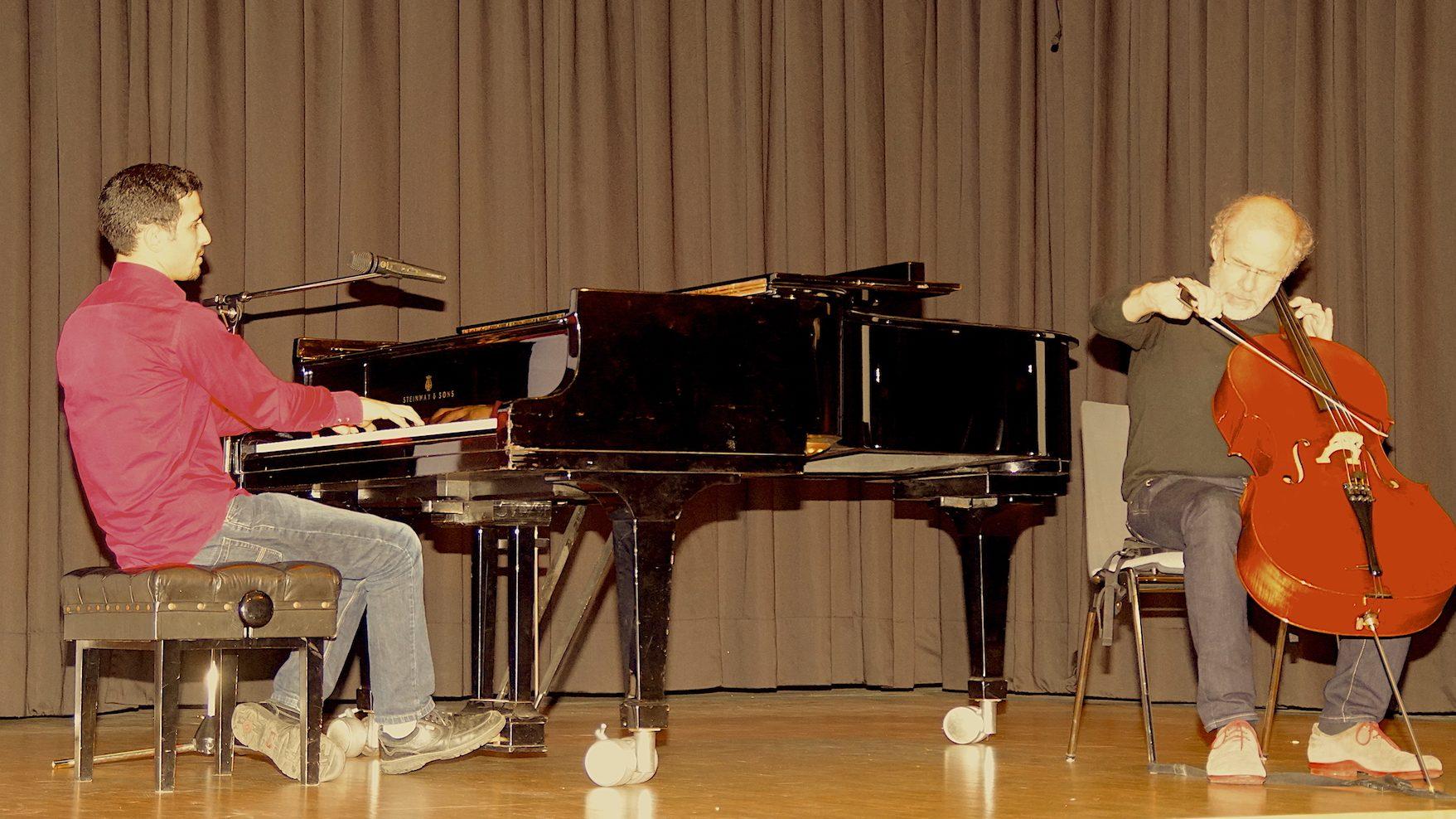 Am Klavier für die Völkerverständigung – Aeham Ahmad regte zum Nachdenken an