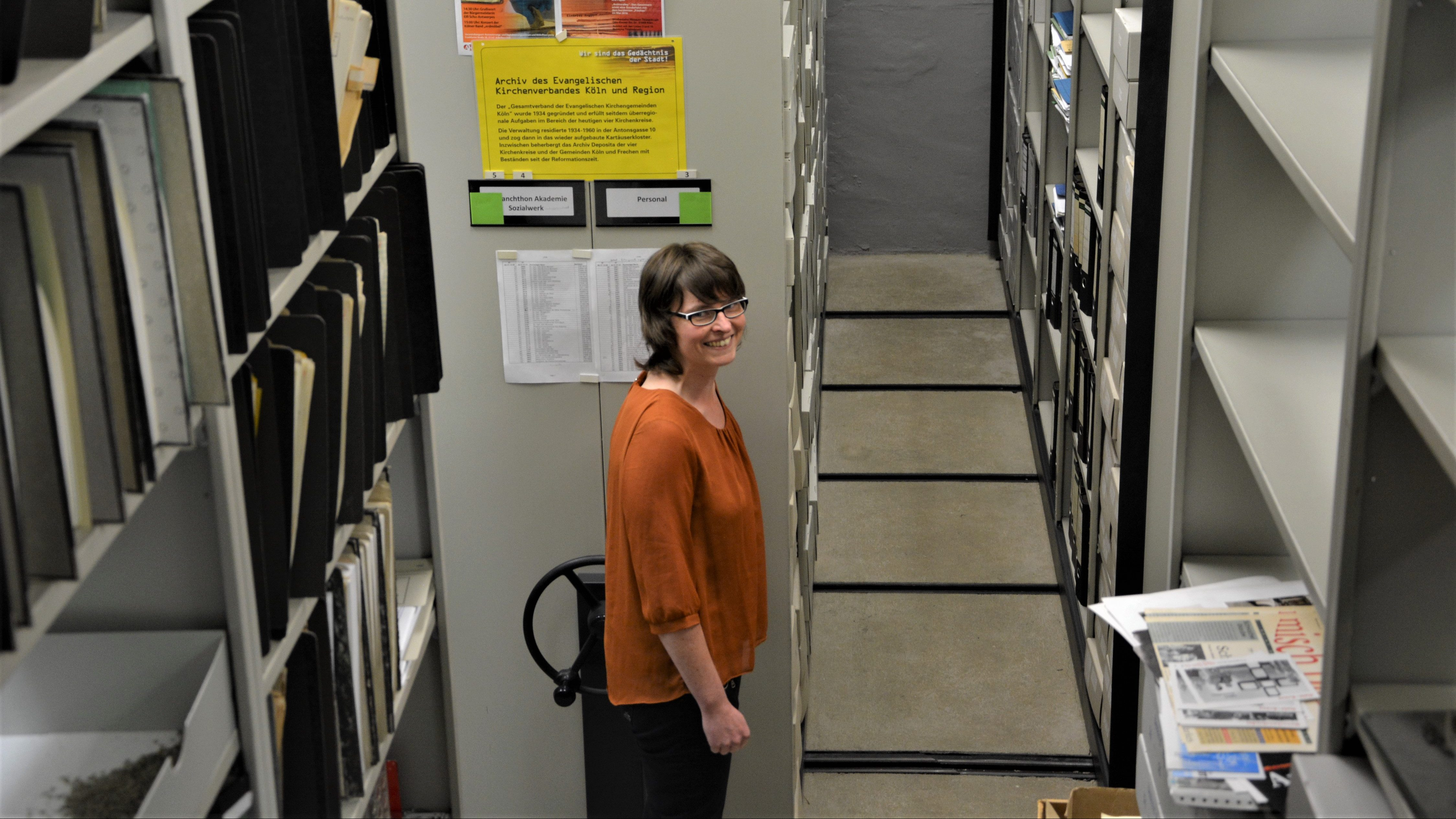 """""""Wir haben viele schöne Stücke, die die wissenschaftliche Aufbereitung wert sind"""" – Archivarin Stefanie Schensar"""