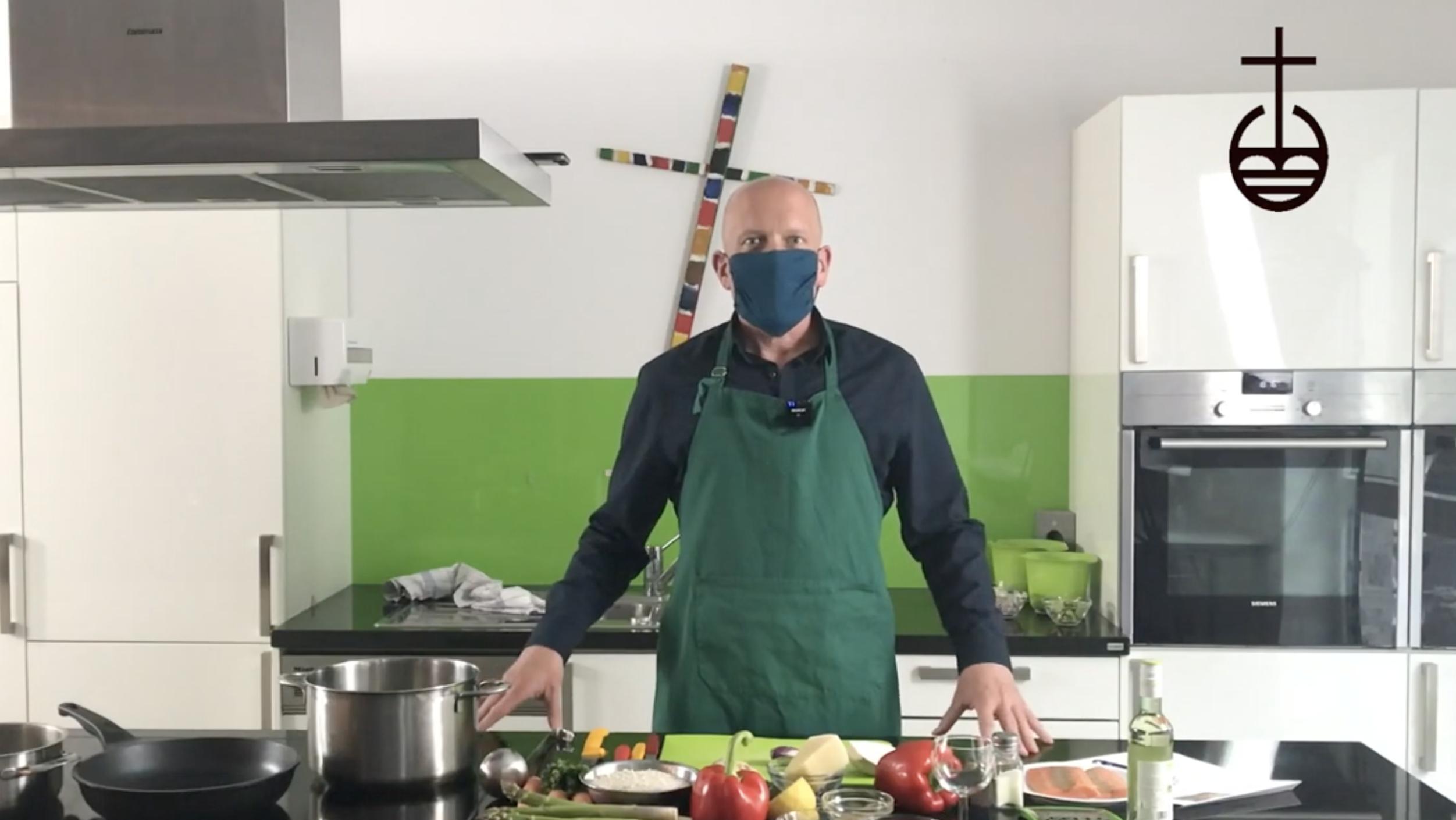 """""""Unser Leibgericht"""" mit Pfarrer Christoph Rollbühler: Maskenpflicht und Risotto alla Primavera"""