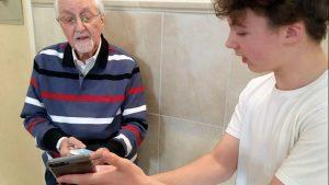 Kirchen und Seniorennetzwerke in Sülz und Klettenberg fördern den Internetzugang für ältere Menschen