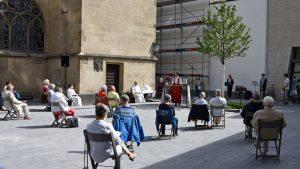Antoniterkirche: Pfingstgottesdienst auf dem Kirchplatz an der Schildergasse