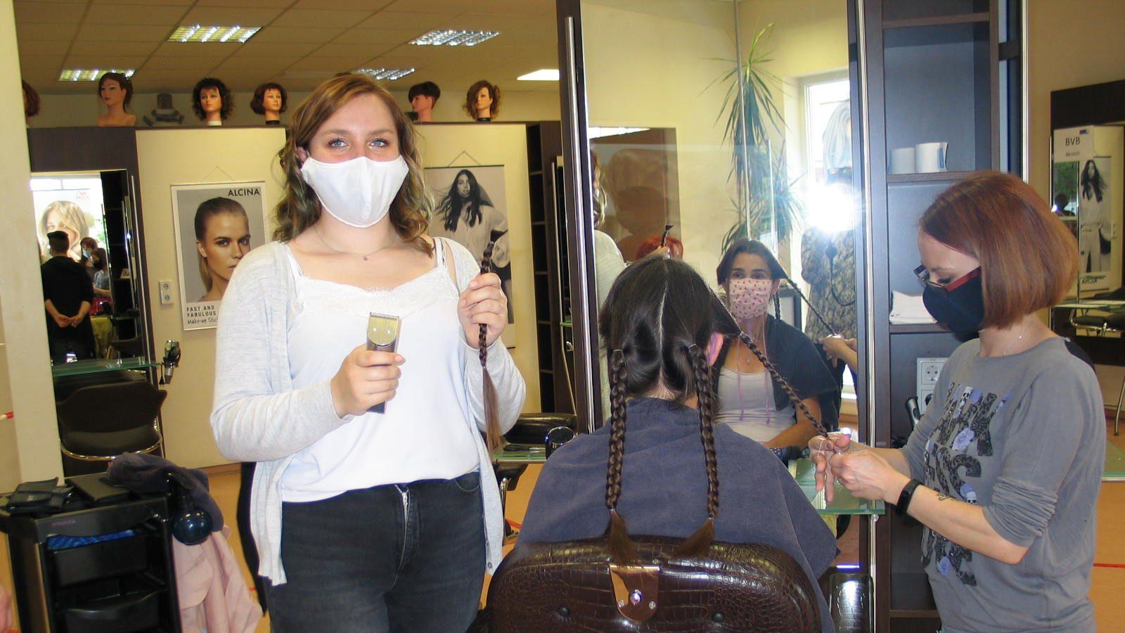 """Haarspenden in der """"Haarwerkstatt"""" im CJD Berufsbildungswerk Frechen"""