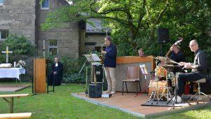 """""""Leben mit Einsamkeit"""" – Offener Gottesdienst mit Jazz im Park der Reformationskirche in Köln-Marienburg"""