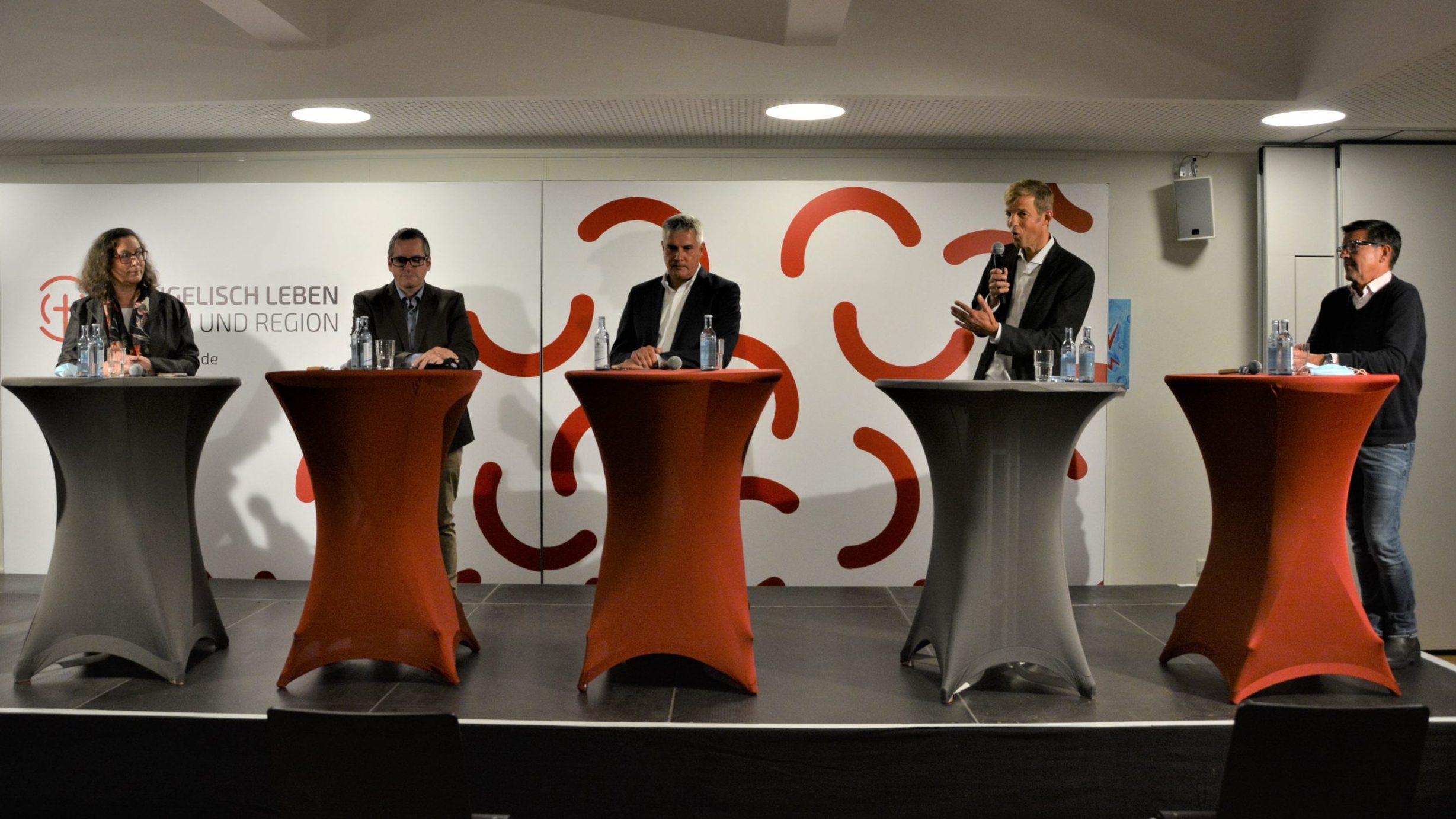 Energiewende im rheinischen Revier ist auf dem Weg – Podiumsdiskussion in der Friedenskirche in Bedburg