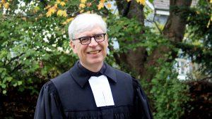 """""""Ich wollte mehr spüren, was die Menschen bewegt"""" – Kai Pleuser in Wesseling zum Pfarrer ordiniert"""
