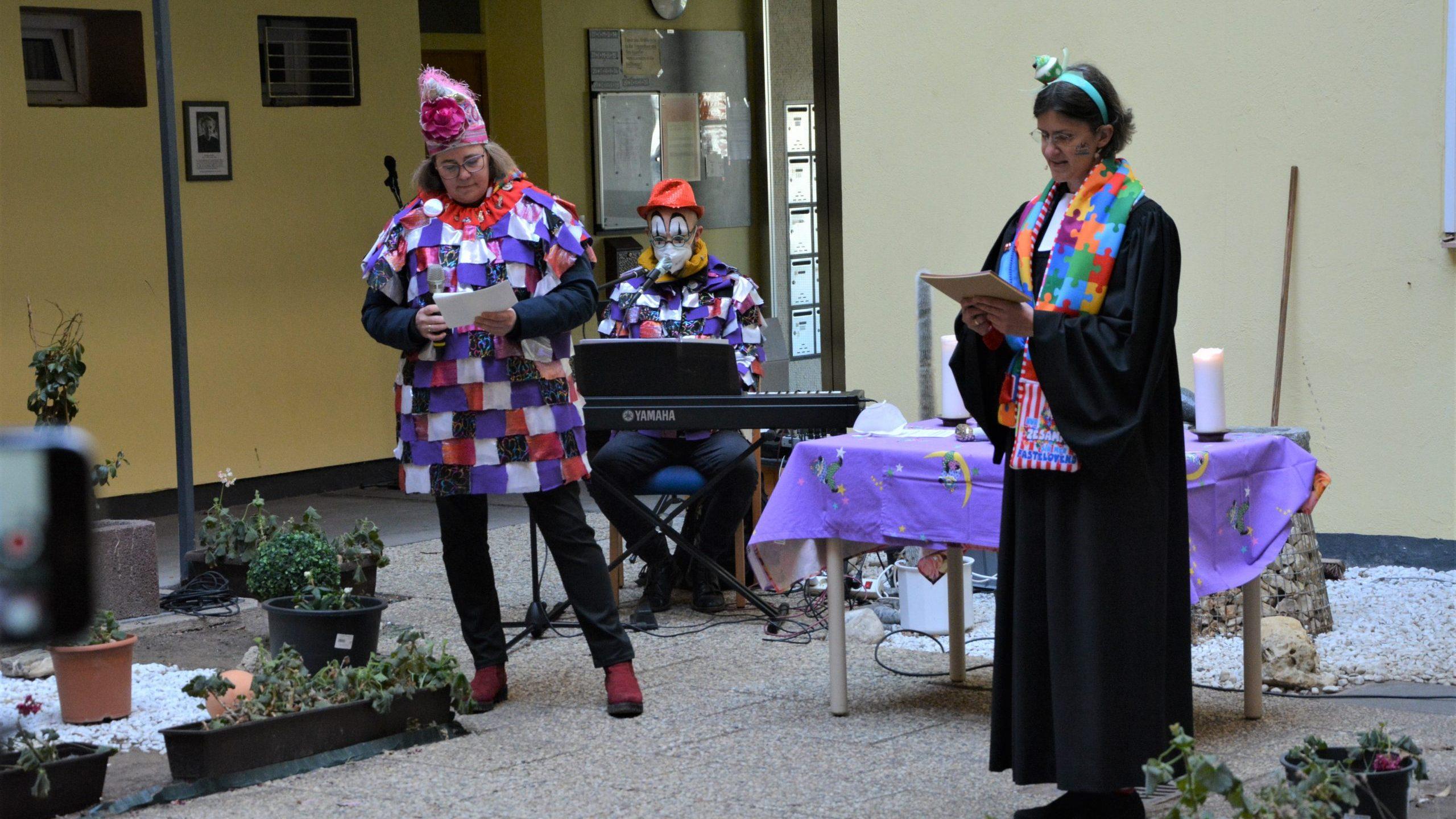 """""""Ne Ossi, ne Fischkopp und ne kölsche Kraat"""" – Karnevalsandacht im Hermine-Vorster-Haus"""