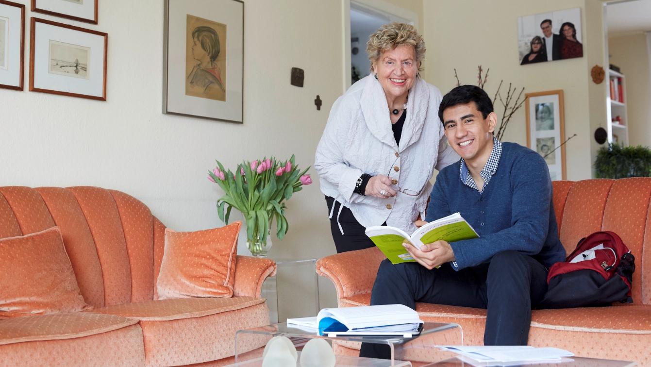 Wohnen für Hilfe: So funktioniert die Studenten-Senioren-WG