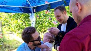 Gemeinde Bickendorf bietet Taufe zu Hause oder im Park an